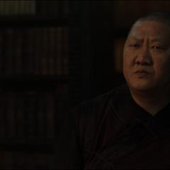Wong le niega a Strange los libros que solicitó.
