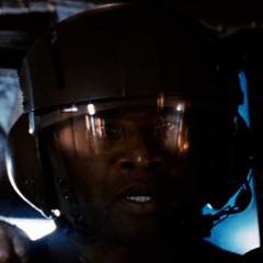 Desmond Campbell como Artillero de Ross