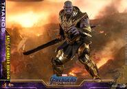 Battle Damaged Thanos Hot Toys 17