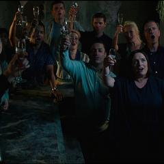 Riva celebra con sus colegas.