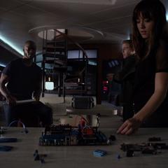 Skye trata de entender cuál es el plan de Coulson.