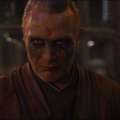 Kaecilius se entera de la derrota de Dormammu.