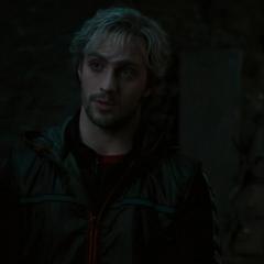Pietro contándole su historia a Ultrón.