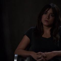 Skye vuelve a interrogar a Ward sobre su padre.