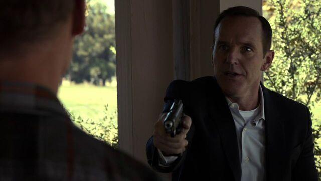 File:Phil-Coulson-threatens-Hank-Thompson.jpg