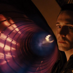 Loki viendo el destierro de Thor.