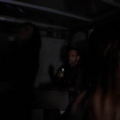 Skye y May son disparadas por Hunter.