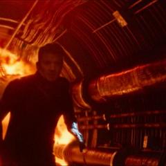 Barton huye de la explosión.