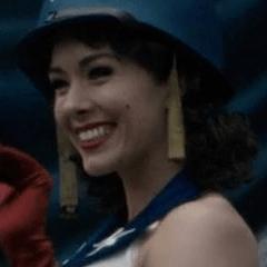 Rosanna Houl como Cantante de El Hombre Estrellado #1