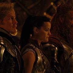 Fandral y sus amigos aceptan ir a buscar a Thor.