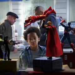 Ace Peterson ve las figuras de acción de los Vengadores.