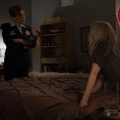 Ruby es confrontada por Hale.