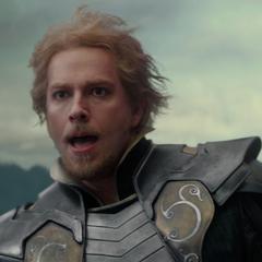 Fandral ve a Thor escapar de Asgard.