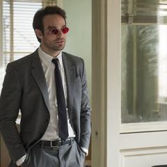 Murdock hace un recorrido en su nueva oficina.