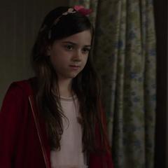 Cassandra se reúne con su padre tras cubrirlo del FBI.