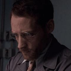 Kevin Millington como Ingeniero de Stark