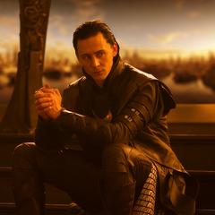 Loki viendo como sus planes tienen éxito.