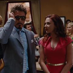 Romanoff informa a Stark de las citas que tiene.