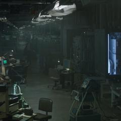 Stark en un almacén subterráneo del Campamento Lehigh.