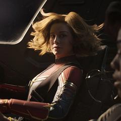 Danvers dirige el Quadjet al espacio.