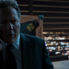 Hogan le informa a Parker que Stark vendió la Torre.