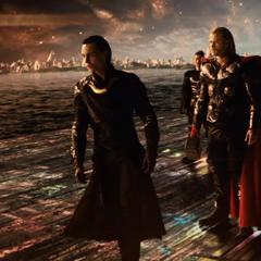 Loki y sus aliados llegan con Heimdall.