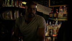 LukeCage-bar-drug-dealing
