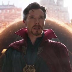 Strange llama a Stark para acompañarlo.