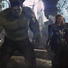 Hulk y Thor tras derribar un Leviatán.