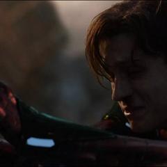 Parker viendo morir a Stark.