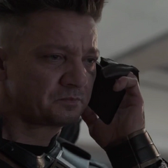 Barton le responde la llamada a Laura.