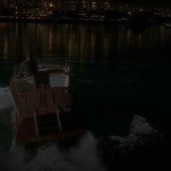 Stark inicia su escape de Estados Unidos.