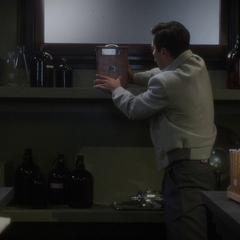 Stark acomoda sus inventos correctamente.
