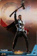 Thor IW Hot Toys 10