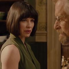 Pym escucha a su hija enojada.