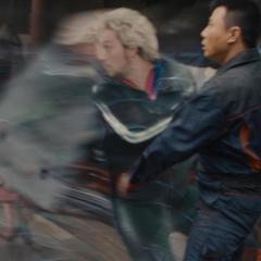 Pietro salvando a los civiles en Seúl.