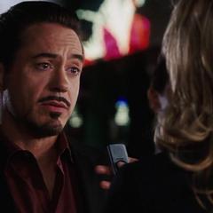 Stark es entrevistado por Everhart.