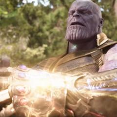 Thanos completa el Guantelete del Infinito.