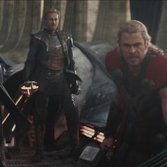 Thor y sus aliados en el esquife.