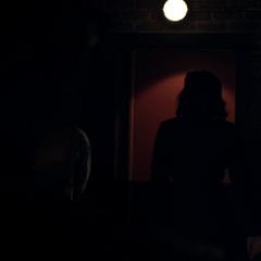 Carter sale de la habitación después de condenar a Reinhardt.