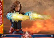 Captain Marvel Hot Toys 6