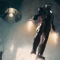Stark logra entrar en la base.
