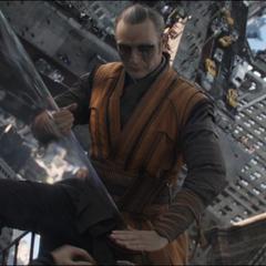 Kaecilius se prepara para ejecutar a Stephen Strange.