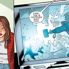 Foster ve una transmisión de Thor en Nueva York.
