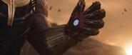 Thanos (Iron Man Traps Guantlet Grip)