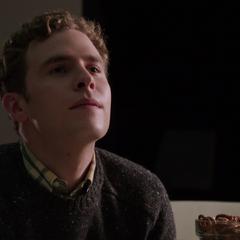 Fitz juega póker con Ward.