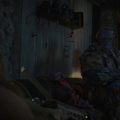 Korg jugando en la casa de Thor.