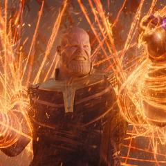 Thanos es sometido por los clones de Strange.