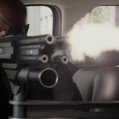Fury utiliza una ametralladora de su camioneta.