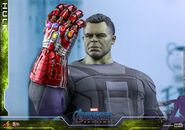 Hulk Nano Gauntlet Hot Toys 12